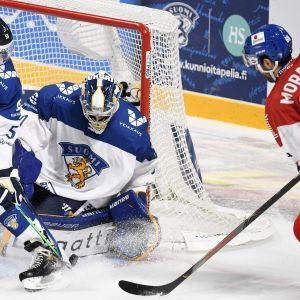 Lasse Lappalainen ja Sami Rajaniemi ottelussa Tshekkiä vastaan.