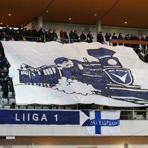 AC Oulun kannattajien jalkapallon Ykkösen mestaruusjuhlalakana,