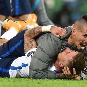 Slovakian supertähti Marek Hamsik ja Juraj Kucka juhlivat vuoden 2021 EM-lopputurnauspaikkaa