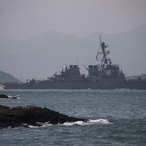 Yhdysvaltalainen ohjushävittäjä Curtis Wilbur saapuu Hongkongin satamaan marraskuussa 2018.