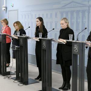 Hallituksen tiedotustilaisuudessa Helsingissä 25. maaliskuuta 2020.