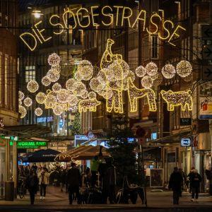 Sögestrassen ostoskatu jouluvaloissa Bremenissä.