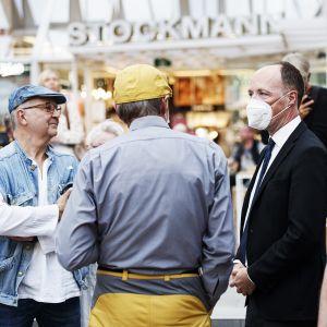 Perussuomalaisten puheenjohtaja Jussi Halla-aho puolueen eduskuntaryhmän kesäkokouksen yhteydessä järjestetyssä yleisötapahtumassa Hansatorilla Turussa 26. elokuuta 2020.