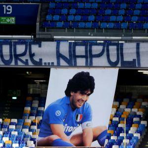 Napolissa osataan arvostaa edesmennyttä jalkapallolegenda Diego Maradonaa.