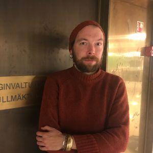 Helsingin kaupunginvaltuuston jäsen Sami Muttilainen (vas.)