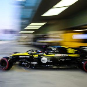 Fernando Alonson Renault lähikuvassa.