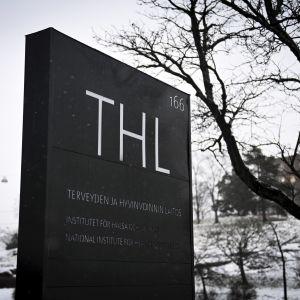 Terveyden ja hyvinvoinnin laitoksen THL:n kyltti Helsingissä.