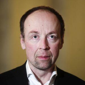 Perussuomalaisten puheenjohtaja Jussi Halla-aho hallituksen ja opposition koronatilannetta käsittelevän neuvottelun jälkeen eduskunnassa Helsingissä 21. joulukuuta 2020.