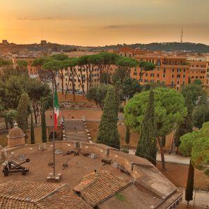 Auringonlasku Roomassa