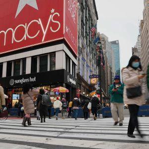 New Yorkin Herald Squarella kulki kävelijöitä tammikuun alussa.