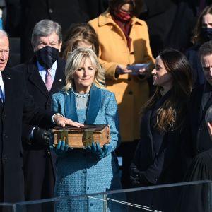 Joe Biden vannoo virkavalan.