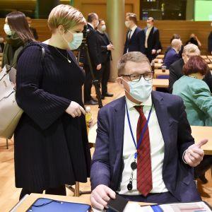 Keskustan puheenjohtaja, ministeri Annika Saarikko ja valtiovarainministeri Matti Vanhanen keskustan eduskuntaryhmän talvikokouksen avauksessa.