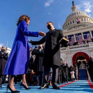 Varapresidentti Kamala Harris ja miehensä Douglass Emhoff.