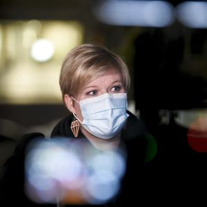 Tiede- ja kulttuuriministeri Annika Saarikko saapuu hallituksen neuvotteluihin Säätytalolle.