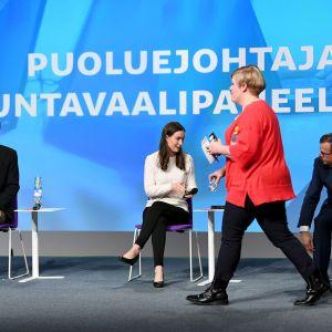 Perussuomalaisten puheenjohtaja Jussi Halla-aho, SDP:n puheenjohtaja Sanna Marin, keskustan puheenjohtaja Annika Saarikko ja kokoomuksen puheenjohtaja, kansanedustaja Petteri Orpo puoluejohtajien koulutuskeskustelussa Educa-tapahtumassa Helsingissä.