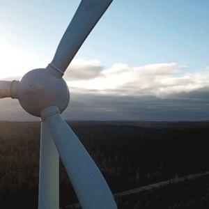 tuulivoimala pyörii giffissä