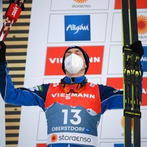 Ilkka Herola juhlii MM-hopeaa
