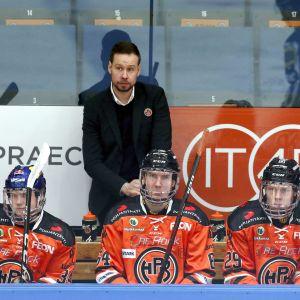 HPK:n päävalmentaja Matti Tiilikainen kuvassa