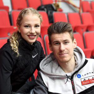 Jäätanssipari Juulia Turkkila ja Matthias Versluis taitoluistelun ja muodostelmaluistselun kansallisessa kilpailussa Helsingissä 28. helmikuuta 2021.