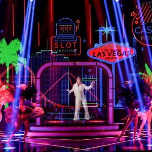 Elviksen hologrammi esiintymässä Jubilee teatterissa Las Vegasissa marraskuussa 2020.