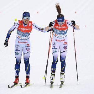Charlotte Kalla (vas.) ja Ebba Andersson