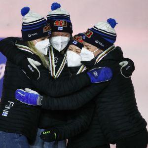 Jasmi Joensuu, Johanna Matintalo, Riitta-Liisa Roponen ja Krista Pärmäkoski palauttivat Suomen mitalikantaan naisten viestissä neljän vuoden tauon jälkeen. Naisten viesti on ollut suomalaishiihtäjille kovin mitalisampo vuodesta 2005, jolloin MM-ohjelma sai nykyisen muotonsa.