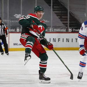 New Jersey Devilsin Janne Kuokkanen ja New York Rangersin Kaapo Kakko kuvassa