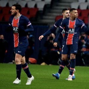 Kylian Mbappe teki neljä maalia Barcelona-sarjassa