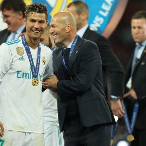 Cristiano Ronaldo ja Zinedine Zidane juhlatunnelmissa toukokuussa 2018.