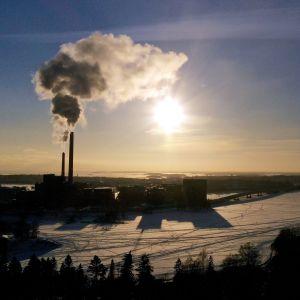 Helenin Salmisaaren voimalaitos.