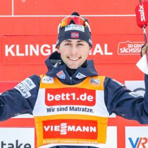 Norjan Jarl Magnus Riiber voitti yhdistetyn kokonaiskilpailun.