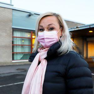 Itäkeskuksen peruskoulun rehtori Jutta-Riina Karhunen.