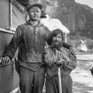 Suomalainen ? mies ja kolttamies 1930. Petsamontien rakennustyömaan työntekijöitä. Liinahamari? Petsamo