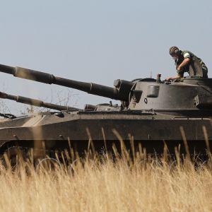 Venäjä-mielisiä taistelijoita itäisessä Ukrainassa Donetskissa. Elokuu 2020.