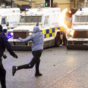 Mellakointia Belfastissa, Pohjois-Irlannissa