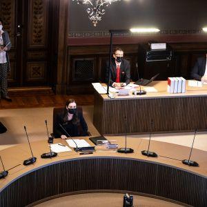 Hallitus aloitti varsinaisen neuvottelun liikkumisrajoituksista Säätytalossa 22. maaliskuuta.