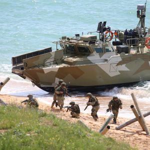 armeija harjoittelee Krimin Opukissa 22. huhtikuuta.