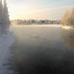 Höyryävää talvista Kokemäenjokea Sastamalassa