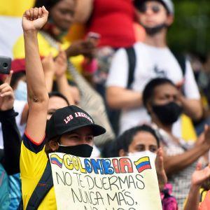 Presidentti Ivan Duquen vastainen mielenosoitus Calissa Kolumbiassa.