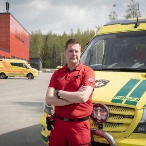 Ensihoitaja Juha Hyötyläinen