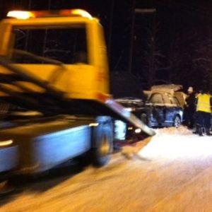 Onnettomuuspaikan raivaustyöt käynnissä viitostiellä Leppävirralla.