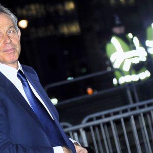 Tony Blair saapumassa Irakin sotaa selvittävän tutkimuskomission kuultavaksi.
