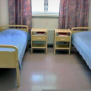 Pitkäniemen sairaala, vuoteita huoneessa