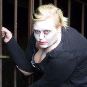 Riia Iivarinen zombie-maskissaan.