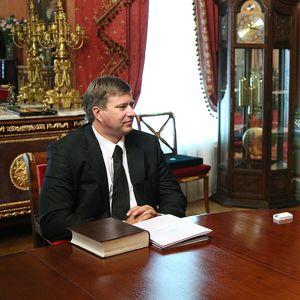 Venäjän oikeusministeri Alexander Konovalov ja patriarkka Kirill patriarkan asunnolla.