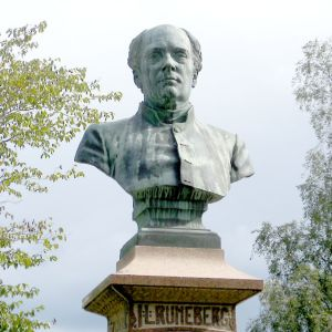 J.L. Runebergin patsas Pietarsaaressa.