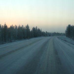 Talvinen nelostie Sodankylän ja Rovaniemen välillä.