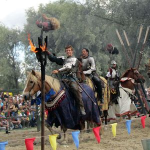 Ritarit hevosineen turnajaisissa