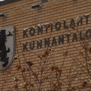 Kontiolahden kunnantalon seinä.