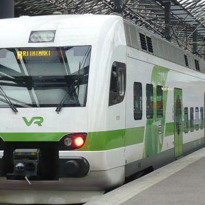 Taajamajuna Helsinki-Riihimäki Helsingin rautatieasemalla